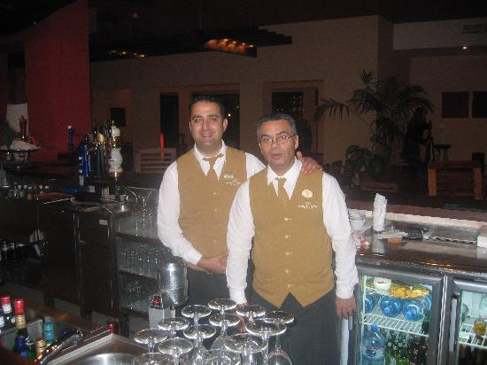 Ramla Bay Resort: Eric and Lido at the bar