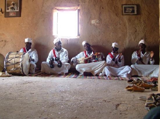 Afraklie aubergue: Músicos gnawas de Khamlia