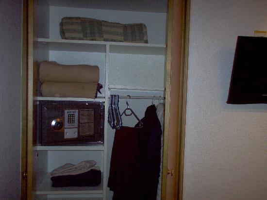 Arlette Am Hauptbanhof Hotel: armadio con cassetta di sicurezza