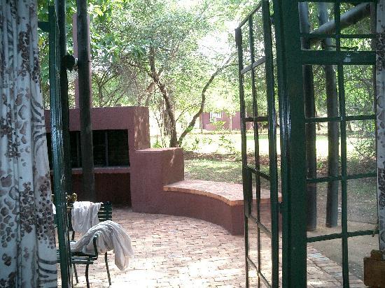 Burchell's Bush Lodge: Each lodge has a patio & grill
