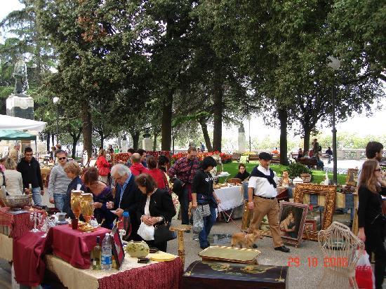 Sina Brufani: flea market