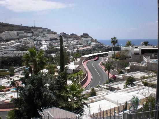 Arimar Apartments: View towards beach area