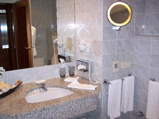 Hotel Baltschug Kempinski Moscow: Bathroom