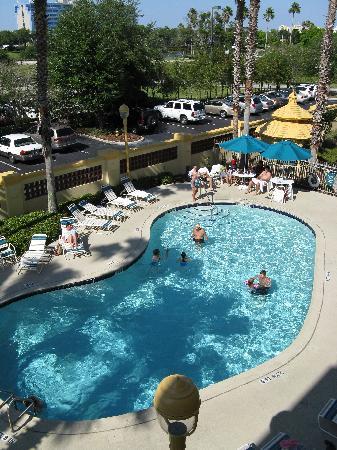 La Quinta Inn & Suites Orlando Airport North: Hotel pool