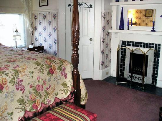 Old North Durham Inn: The Victorian Room
