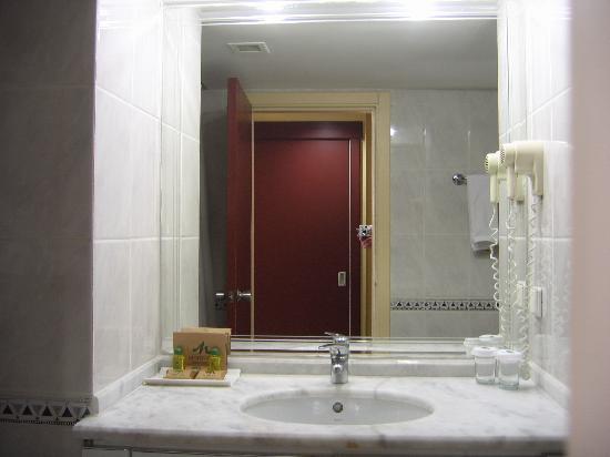 Meryan Hotel: Badezimmer, sehr ansprechend und sauber