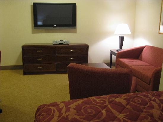 Ashley Quarters Hotel: Sitting Room and TV