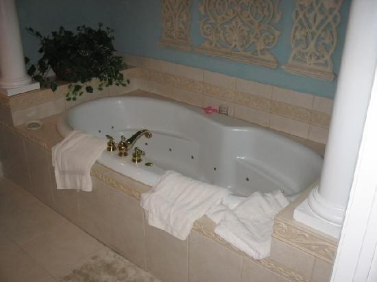 The Wildwood Inn : Jacuzzi Tub for Two