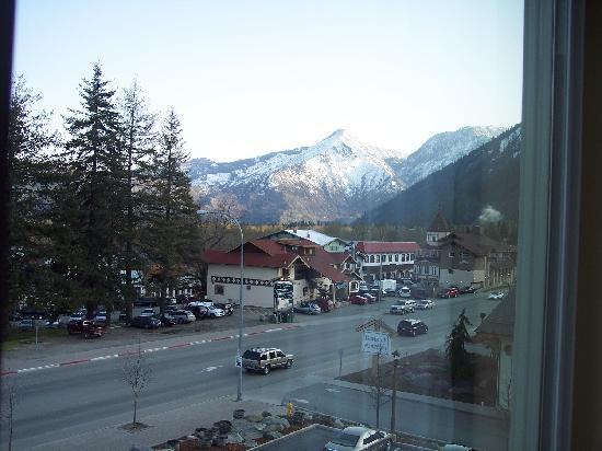 Bavarian Lodge: Our window view of Leavenworth