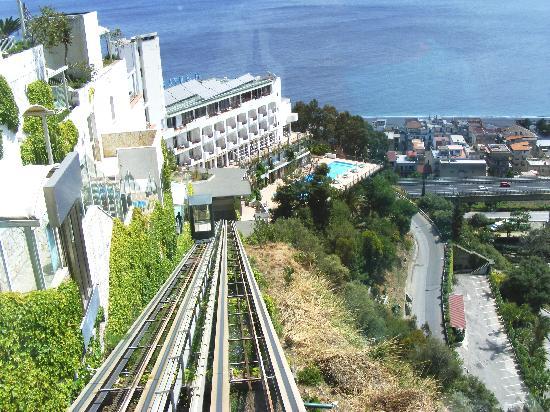 Le Terrazze : Funicular access
