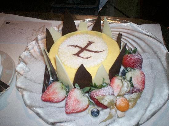Cordis, Hong Kong : Amazing cake!