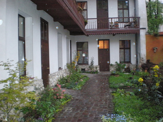 Globtroter Guest House: Courtyard of the guest house.