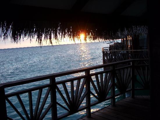 Kuramathi Maldives: Sunset from Water Bungalow