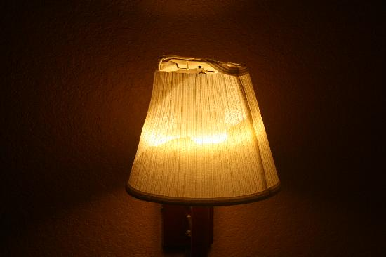Super 8 Melbourne : Nice lampshade, right ??