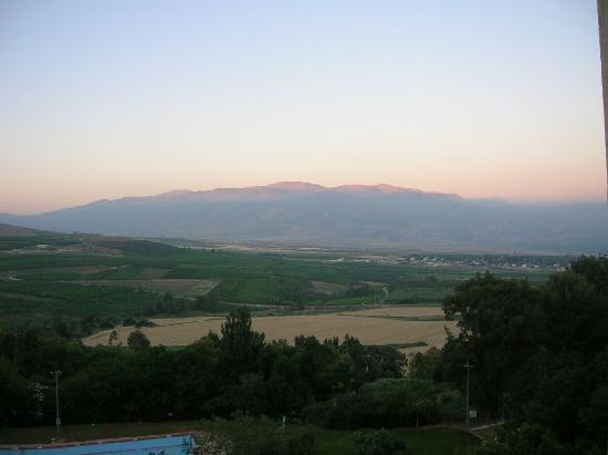 Kfar Giladi, Israel: View of Mt. Hermon from room