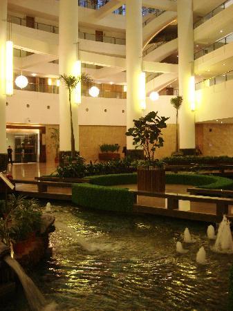 Shandong Hotel: impressive lobby