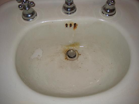 Litchfield, CT: rusty stained sink