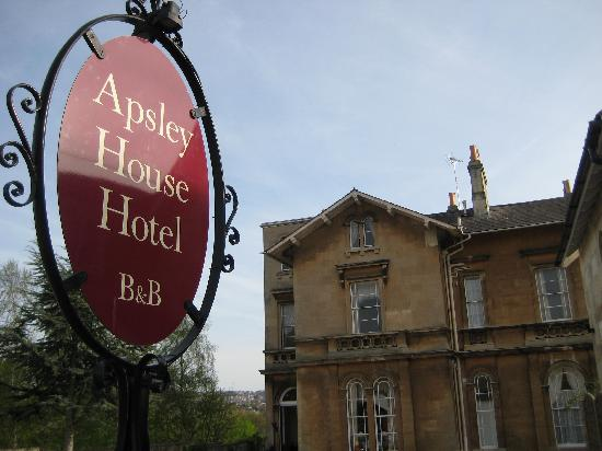 Apsley House Hotel: From the Road