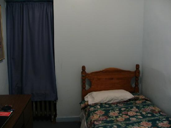 Greenpoint YMCA: My economy bedroom on fourth floor