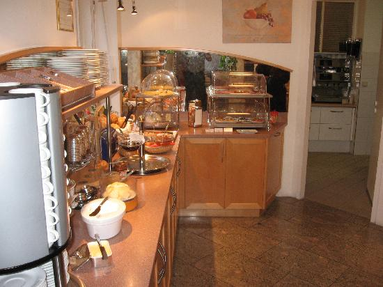 Hotel Uhland: The breakfast buffet
