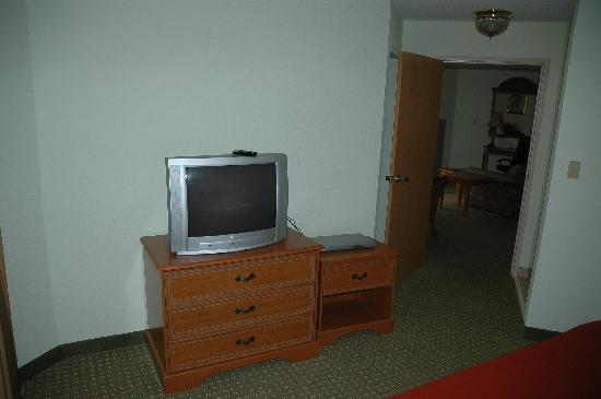 Holiday Inn Express Madison: bedroom TV & DVD