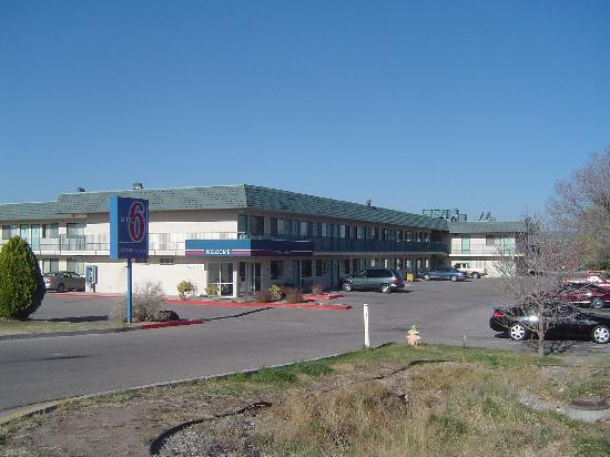 Motel 6 Grants: Looking to the west - Office wing