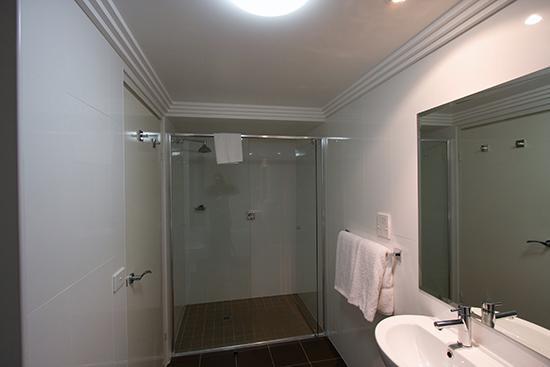 Kiama Blue Hotel & Apartments: Ocean View bathroom 2