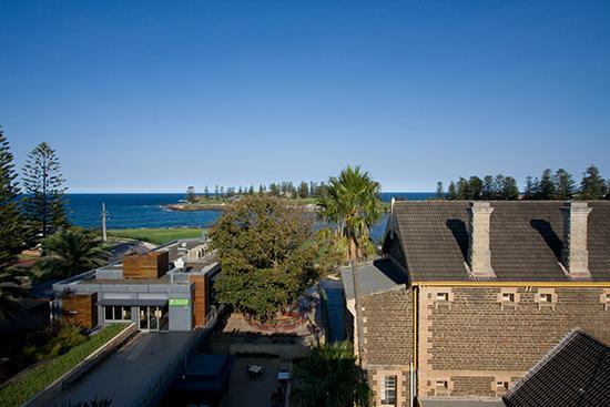 Kiama Blue Hotel & Apartments: Ocean View's, er, view.