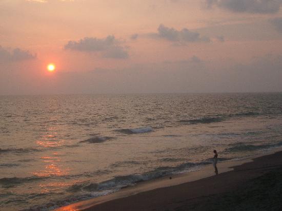 Sea Breeze Beach Resort: Beach in front of SB