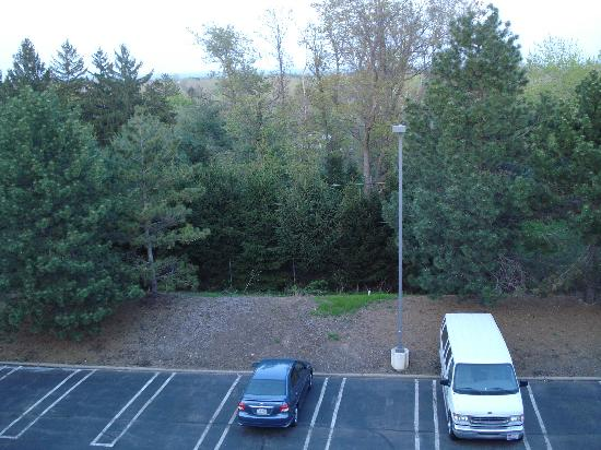 Courtyard by Marriott Cleveland Beachwood: The balcony view.
