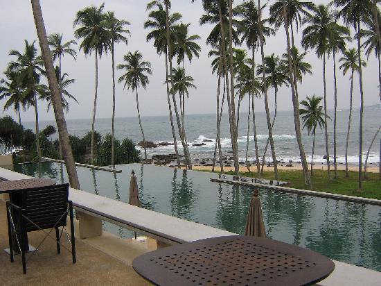 Tangalle, Sri Lanka: Pool area at the Amanwella