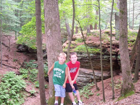 Stand Rock Campground : hiking at standrock campground