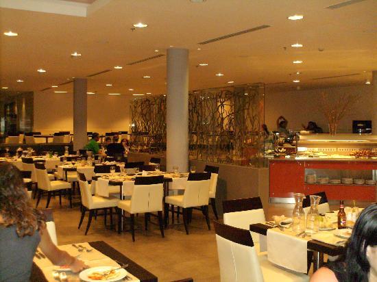 U Suites Eilat: la salle à manger