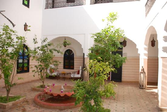 Dar Ilham: patio riad