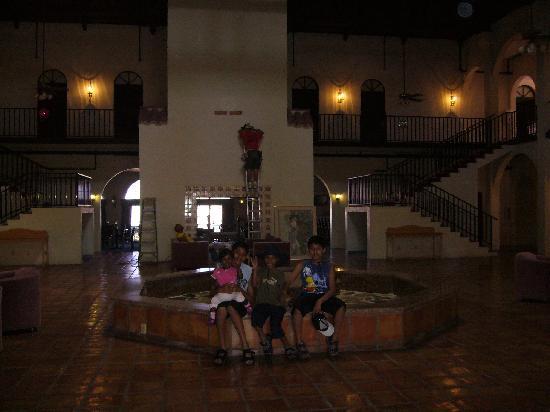 Spinnaker Inn of Naples: hotel lobby