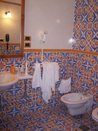 Oleandri Resort Paestum - Hotel Residence Villaggio Club: A hotel room bath