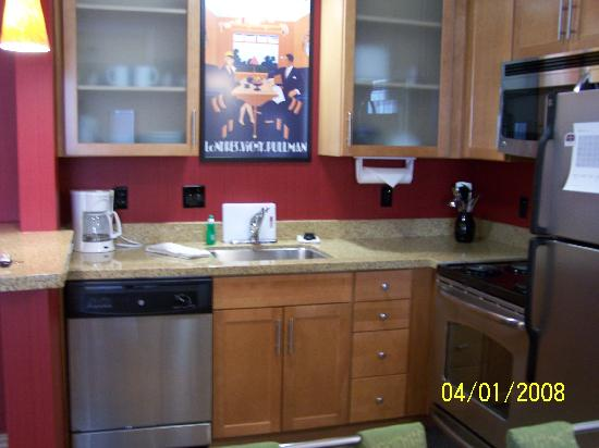 Residence Inn Phoenix North/Happy Valley: Our kitchen area
