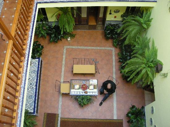 Pension Dona Trinidad: view of courtyard from 2nd floor