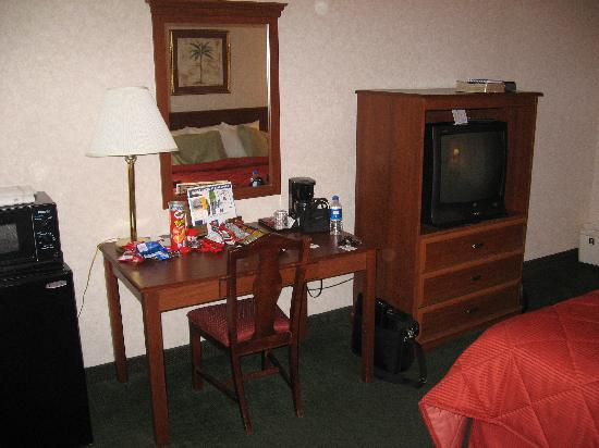 Baymont Inn & Suites Bartonsville Poconos: The Desk/Workspace