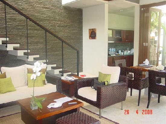 Le Jardin Villas: Kitchen and stair to second bed room