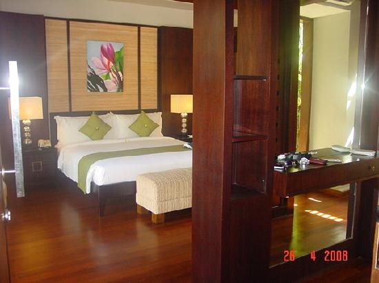 Le Jardin Villas: Master bed room