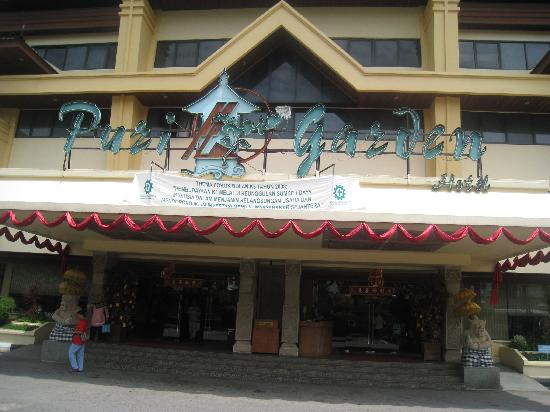 The Hills Batam: Puri Garden main Entrance