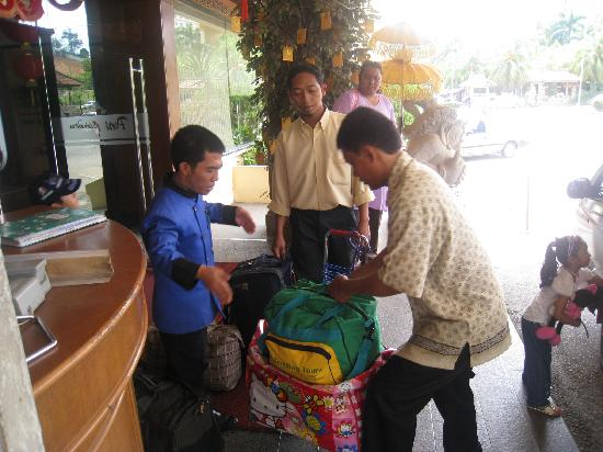The Hills Batam: Porters helping with our luggage