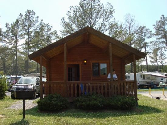 Yogi Bear's Jellystone Park Camp-Resort Luray: Cabin