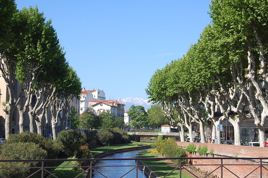 Перпиньян, Франция: The canal running through Perpignan City
