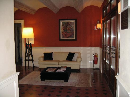 Relais Villa d'Amelia: Guest Lounge view 2