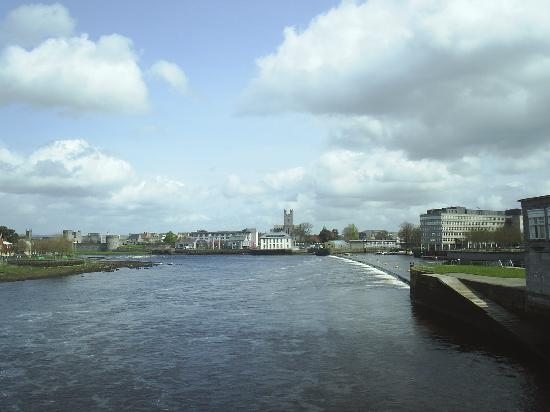 Acacia: The River Shannon viewed from Sarsfield Bridge,Limerick City.