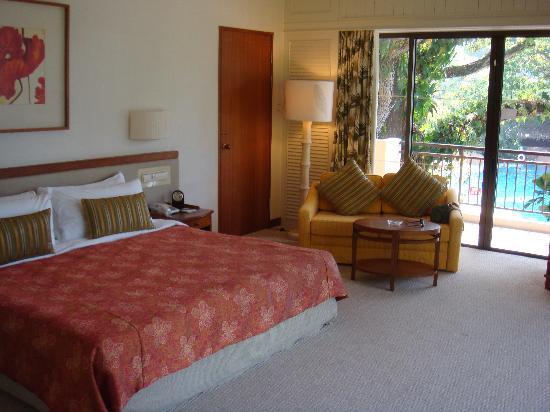 Shangri-La's Rasa Sayang Resort & Spa: Corner suite in Garden Wing