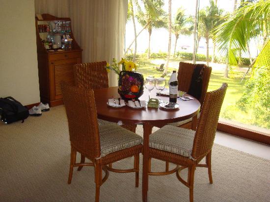 Shangri-La's Rasa Sayang Resort & Spa: Dining area