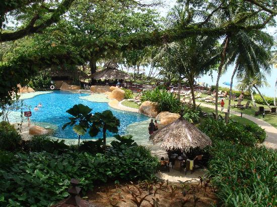 Shangri-La's Rasa Sayang Resort & Spa: View of the lovely pool